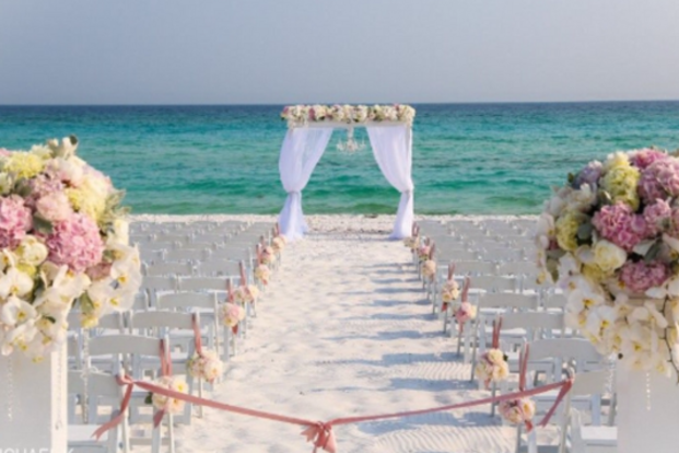 Beaches Are Great Settings For Weddings But Come With Their Own Set Of Unique Challenges Planning If You Re Going To Have A Beach Wedding