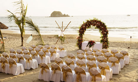 Once You Have Chosen The Venue For Your Beach Wedding Let Setting Be Guide As To How Will Decorate Often Can Use Items That Are